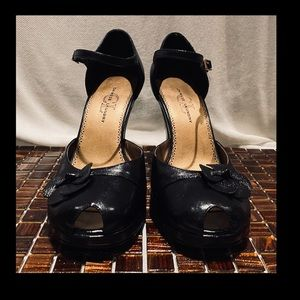 Chinese Laundry Black platform peep toe heels